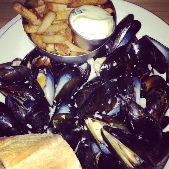 Mussels @ Point Brugge Café