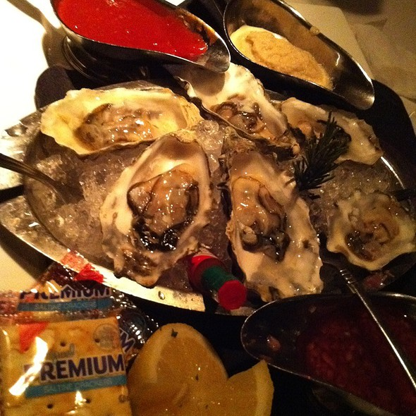 Oysters @ Larsen's Steak House