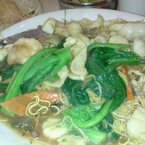 House Special Pan Fried Noodles @ Royal China