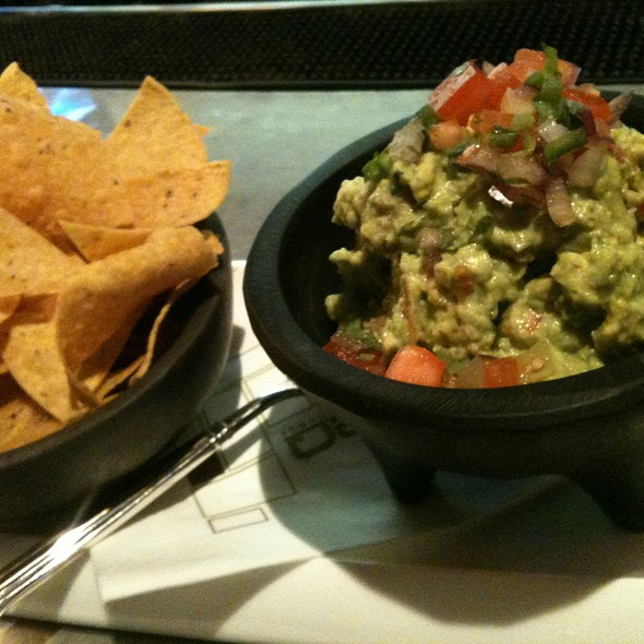 Fresh Guacamole - Ritz Bar - Ritz Carlton Toronto, Toronto, ON