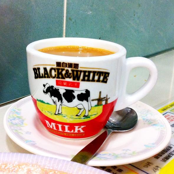 Hot Milk Tea 熱奶茶