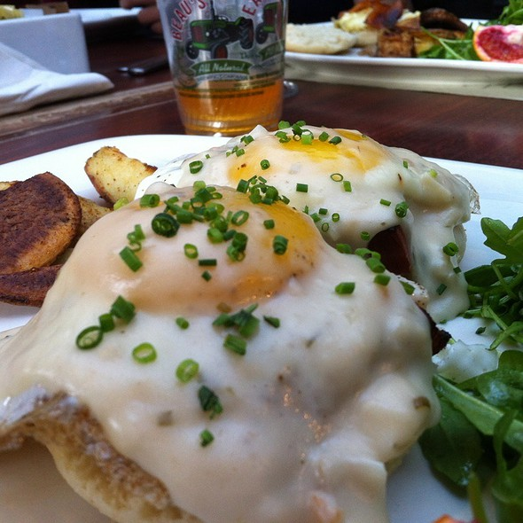 Eggs Benedict With Mornay Saice, Arugula, And Homefries @ Oz Cafe
