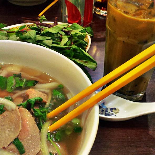Rare Flank and Brisket Phở @ Pho Cali Vietnamese Restaurant