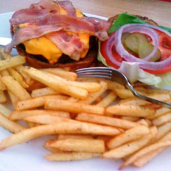 Bacon Cheeseburger @ Athens Metro Mall - TGIF