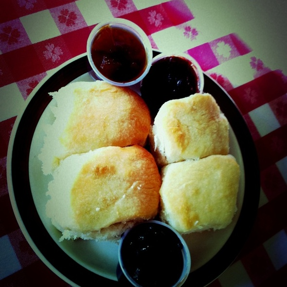 buttermilk biscuit @ Loveless Cafe