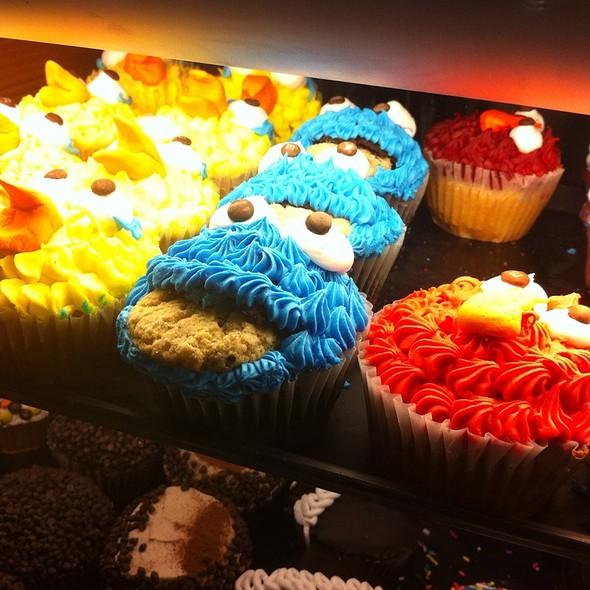 Sesame Street Style Cupcakes @ Rye Ridge Deli