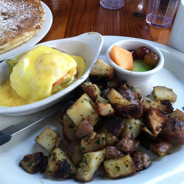 Eggs Benedict with Grilled Tomato @ First Awakenings