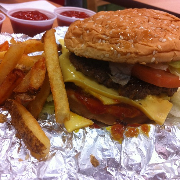 Cheeseburger With Lettucetomato @ 5 Guys Burger And Fries