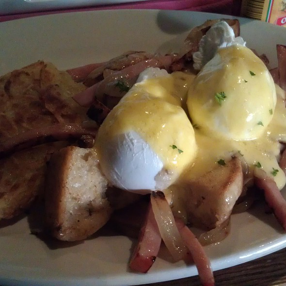 Eggs Benedict @ Bar Matchless
