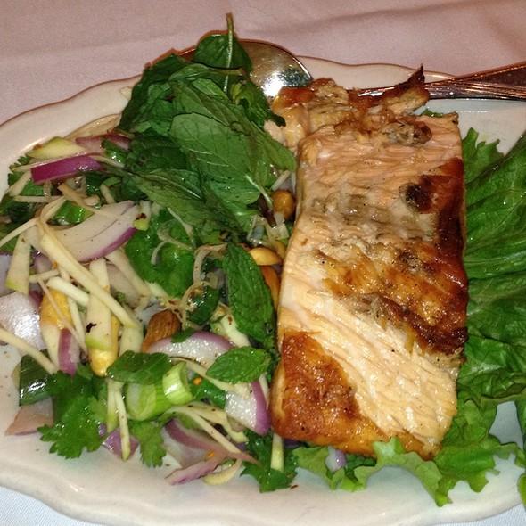 Crystal thai restaurant spicy grilled salmon salad for Arlington thai cuisine