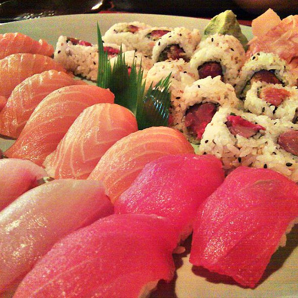 Sushi @ Sushi Avenue on the Square