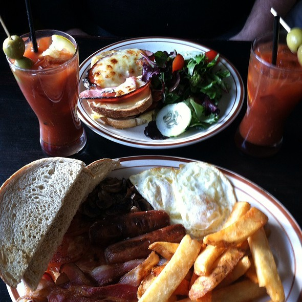 Sunday Brunch With Bloody Marys @ The White Horse A Country Pub & Restaurant