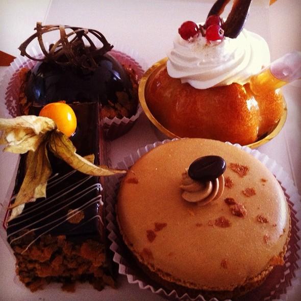 Cakes (Macaron, Baba Au Rhum, Chocolat Framboise) @ Stephane Ballin