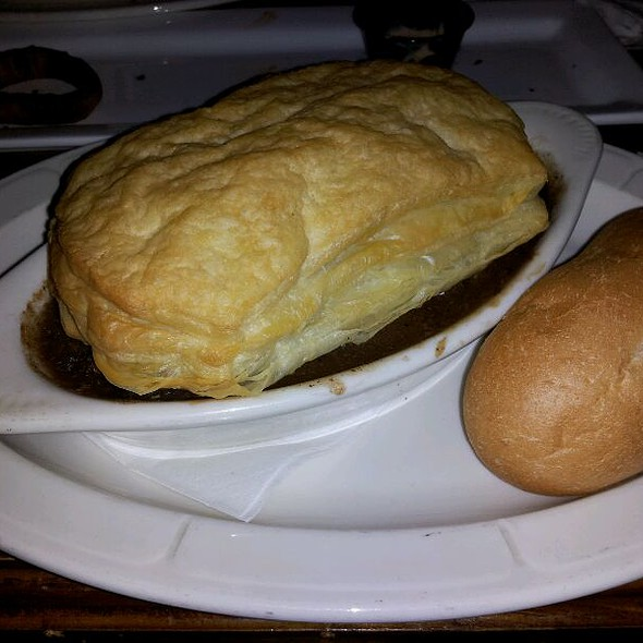 Steak and Mushroom Pie @ Harp And Celt Restaurant And Irish Pub