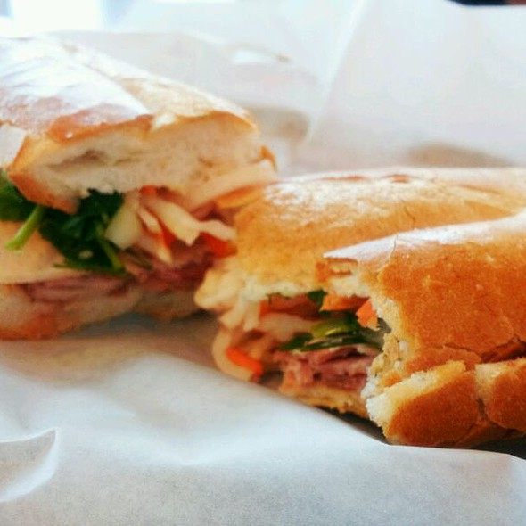 Banh Mi @ Lee's Bakery
