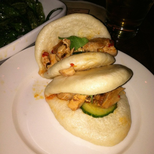 Steamed Buns With Chicken