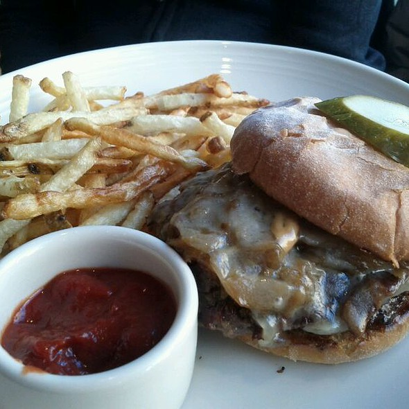 The Pillars Burger  @ Pillars Social Cafe