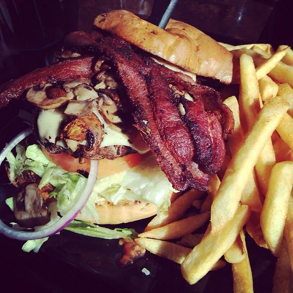 Mushroom & Swiss Burger @ Flaming Grille Cafe
