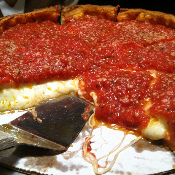 Stuffed Pepperoni Pizza @ Giordanos