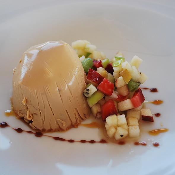 Pudim de Doce de Leite com Salada de Frutas @ Ruca Malen Bodega