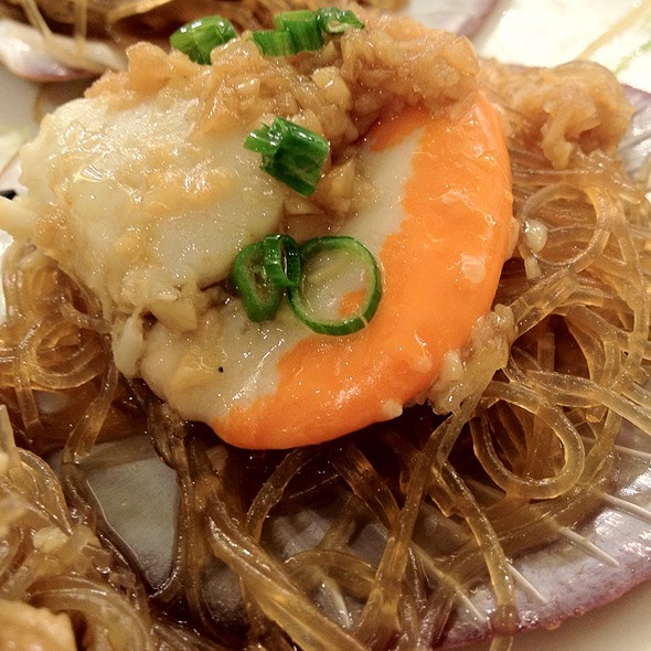 Steamed Scallop With Garlic Vermicelli @ Lugang Cafè