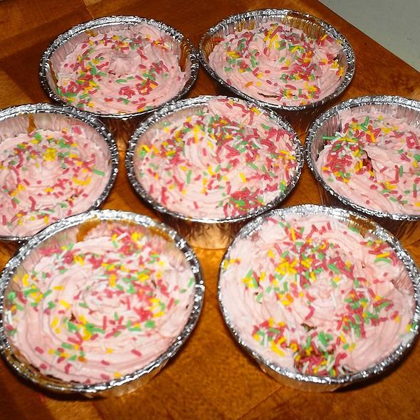 Pink Cupcakes @ Kouklospito
