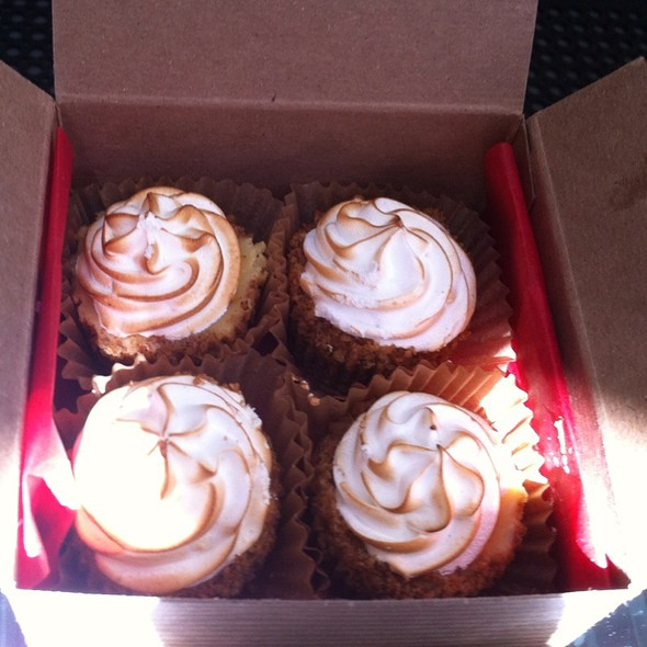 Mini Key Lime Cupcakes @ Sweet