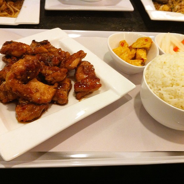 Honey Garlic Chicken Set Meal @ Flo Tea Room