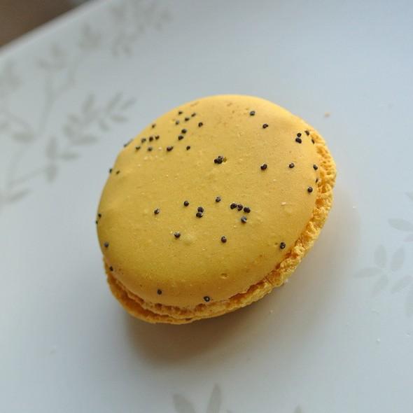 Lemon Poppyseed Macaron