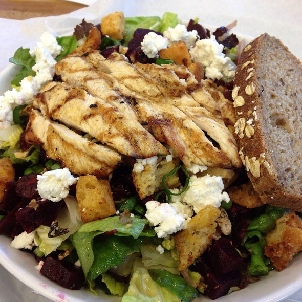 Beet And Goat Cheese Salad With Grilled Chicken @ Schnipper's Quality Kitchen