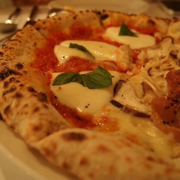 Pizza Margherita @ Primo Di Trattoria