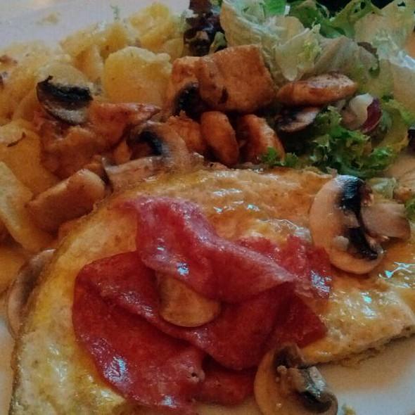 Kip, Aardappels En Sla @ Yvette's Home