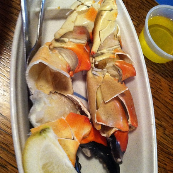 Florida Stone Crabs @ Captain Eddie's Family Seafood