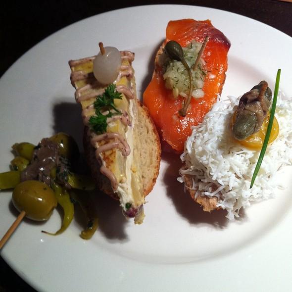 Pintxos Variados @ Orio - Gastronomía Vasca