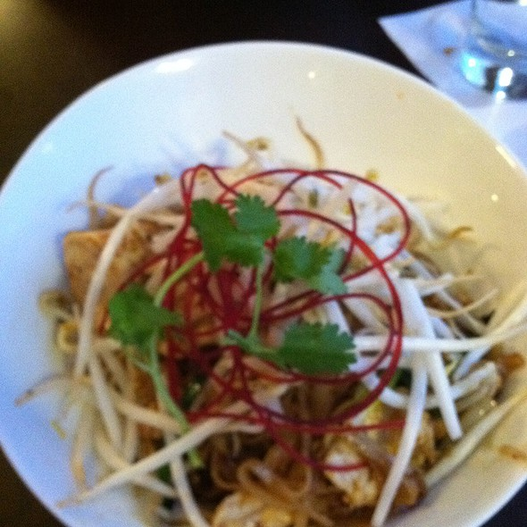 Chicken Pad Thai @ Cravin Thai