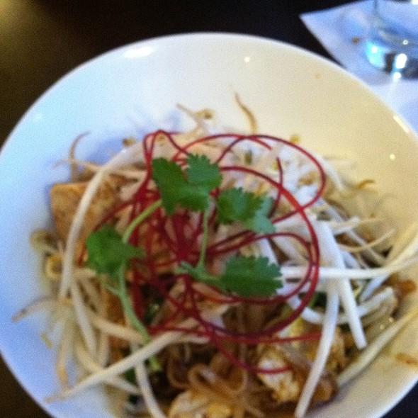 Chicken Pad Thai @ Cravin Thai