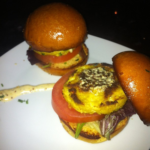 Crab Cake Sliders @ 901 Restaurant