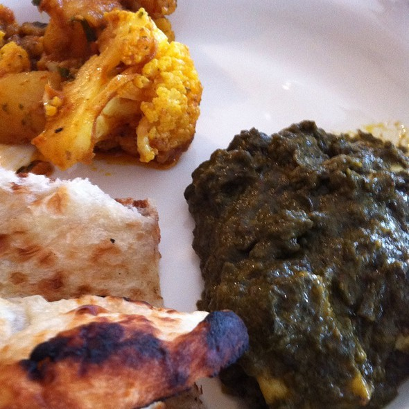 Palak Paneer, Aloo ?? And Naan @ India Curry House