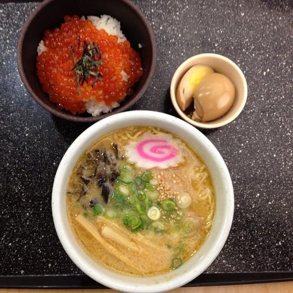 Miso ramen & Ikura Bowl