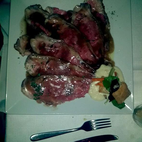 Roast Beef a la Trufa Con Provolone - Sagrantino, Guadalajara, JAL