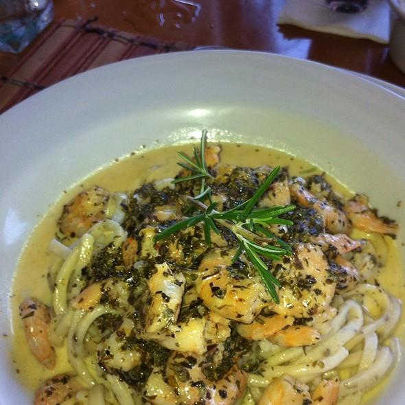 Spaghetti Com Camarão Flambado Na Cachaça @ Armazém Da Pasta