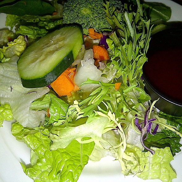 Mixed Green Salad w/ Fat Free Raspberry Vinaigrette @ Flavors (Silver Legacy)