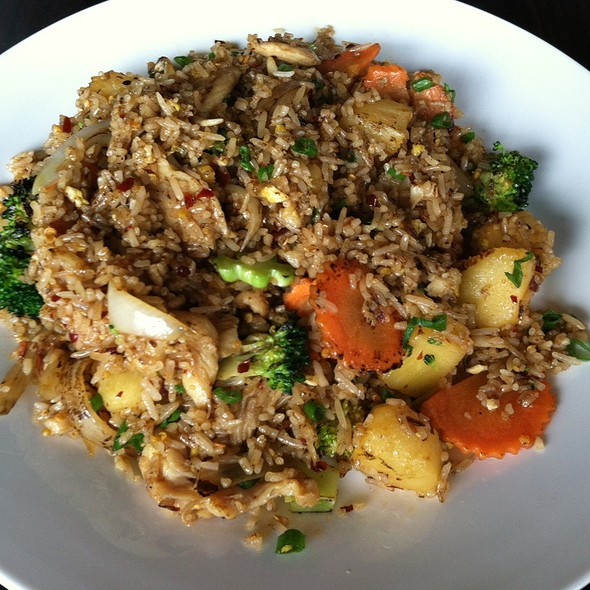 Thai Fried Rice With Pineapple And Chicken @ Naviya's Thai Brasserie