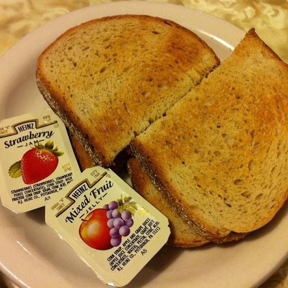 Rye Toast @ Dynasty Diner