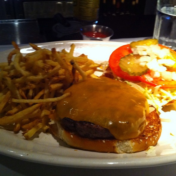 Cheese Burger @ Houston's Restaurant