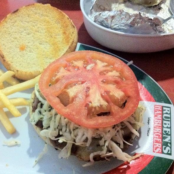 Hamburguesa Hawaiana @ Ruben's Hamburgers