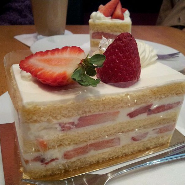 Strawberry Chiffon Pie @ Relax Cafe
