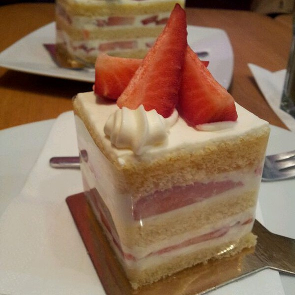 small strawberry chiffon cake @ Relax Cafe