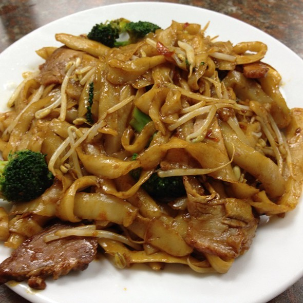 Fried Cutting Noodles With Bbq Pork @ Sha Lin Noodle House