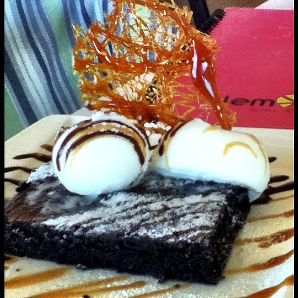 Brownie a la mode @ Cafe Lemon